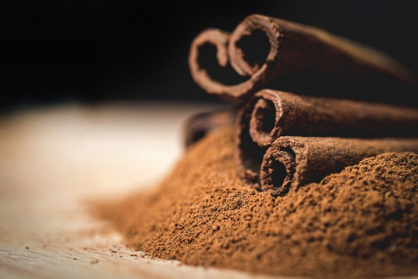 Cinnamon sticks with cinnamon powder